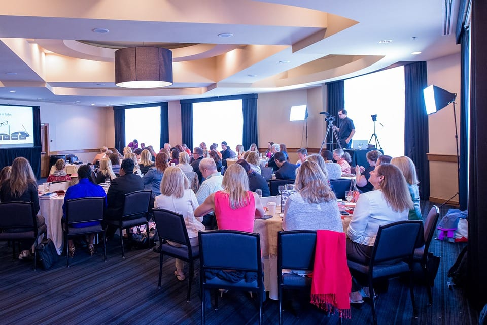 meeting business 936059 960 720 - 4 Great Reasons To Attend A Business Conference