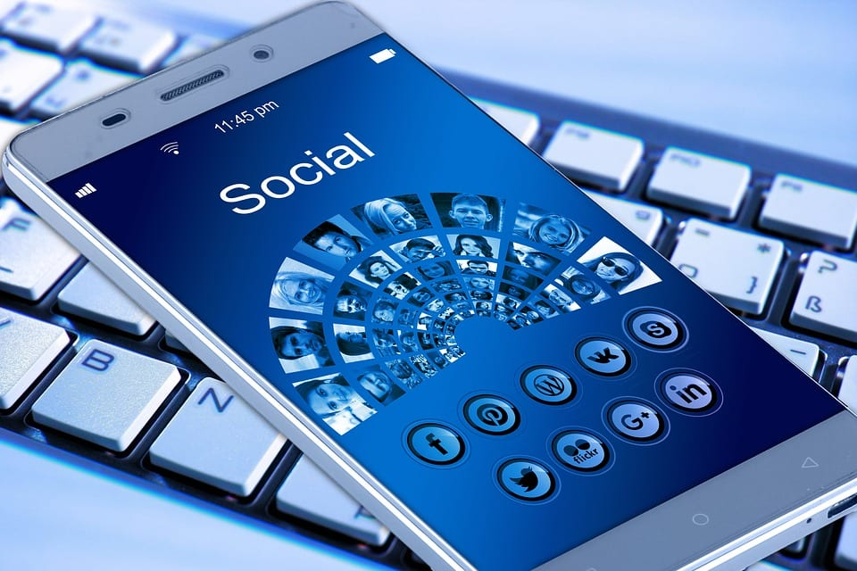 mobile phone 1917737 960 720 - 10 Mistakes Business Owners Can't Afford To Make With Marketing