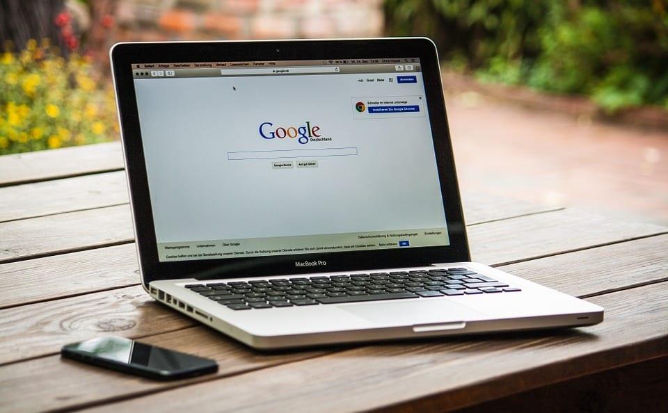 https://pixabay.com/en/office-freelancer-computer-business-583839/